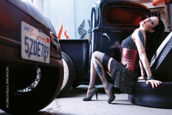Wochenkalender von Carlos Kella mit 52 Kalenderblättern, 17 Models und 29 US-Oldtimern Limitiert