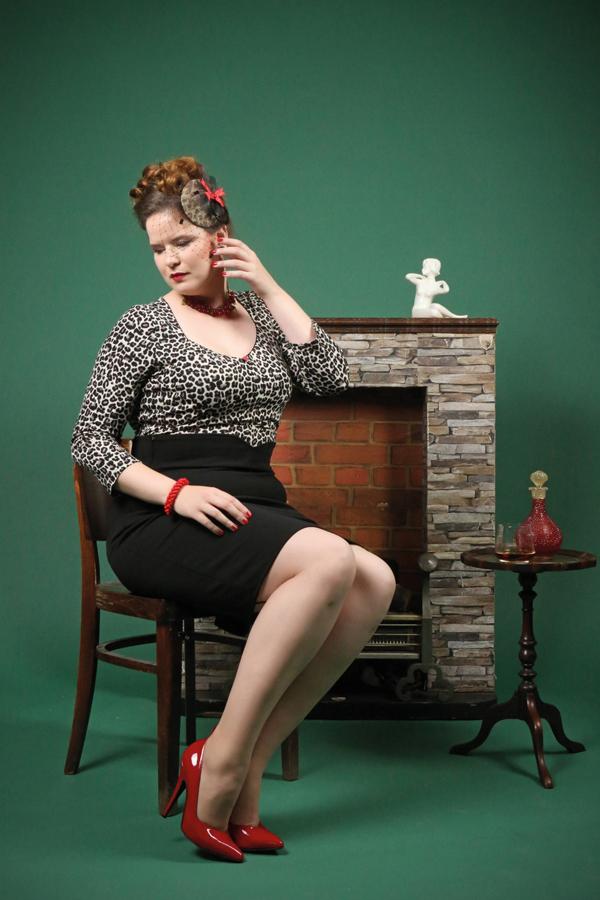 """Für unsere Vintage Hair & Make-up Workshops mit Antje Höhne von """"Kavaliere & Stadtschönheiten"""" und anschließendem Foto-Shooting im Pin-up und Vintage-Stil im Studio bei Carlos Kella gibt es neue Termine bis zum Frühjahr 2019"""