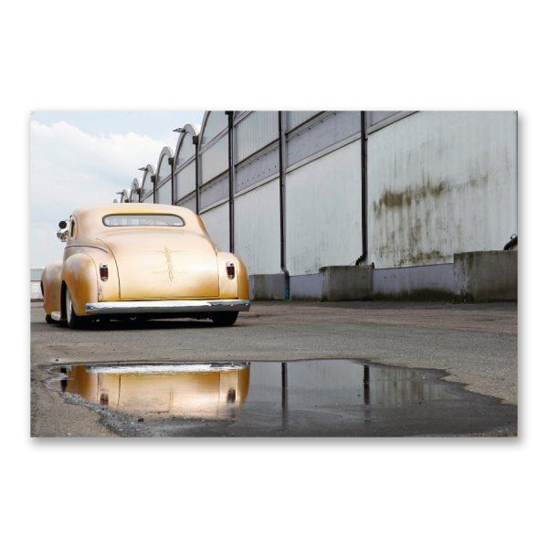 """Grossdruck """"Rodding in the Fifties-Style"""" auf Aludibond. Oldtimer Fotografie von Carlos Kella im Format 150 x 100 cm mit Wandaufhängungen: Chrysler Windsor Coupé von 1940"""