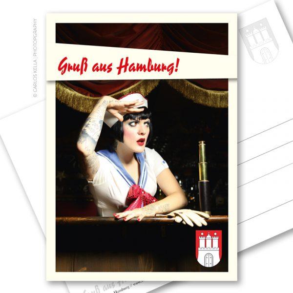 Postkarte Sailor Girl: Ein maritimer Postkartengruß aus der schönsten Stadt der Welt. Hamburg Postkarte im Vintage-Look mit einem maritimen Pin-up-Motiv.