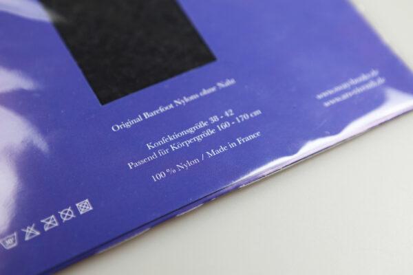 Original schwarze Barefoot Nylons ohne Naht. Echte Nylons von Ars Vivendi in einer limitierten Sonder-Auflage für SWAY Books.