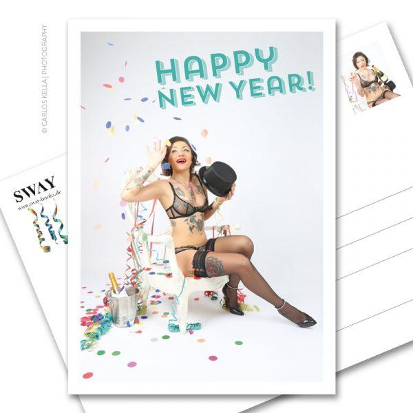 "Postkarte ""Happy New Year!"" – Der Neujahrsgruß in Postkartenform. Model: Burlesque-Perfomer Artisia Starligt, Foto: Carlos Kella"