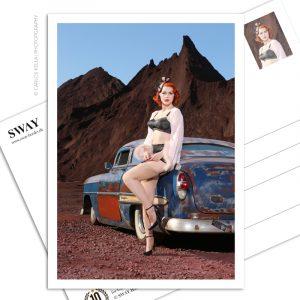 Postkarte Greta Gardner Ein postalischer Gruß für US-Car- und Modern Pin-up Fans. Kalender-Covergirl Greta Gardner und ein Chevrolet Bel Air Custom Rat Rod von 1953, Foto: Carlos Kella