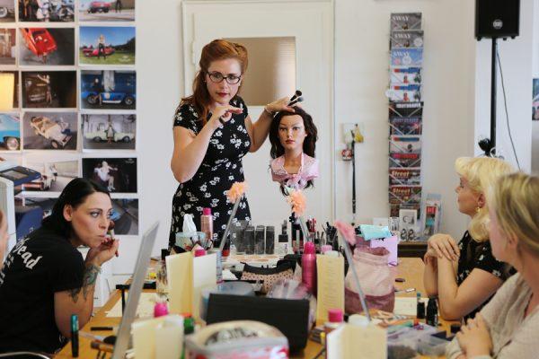 Vintage Hair- & Make-Up Workshop mit Typberatungund professionelles Fotoshooting im Pin-up/Vintage-Stil