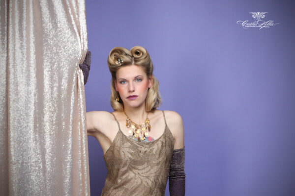 """Vintage Hair- & Make-Up Workshop mit Typberatung Workshop mit Friseurmeisterin Antje Peters von """"Kavaliere & Stadtschönheiten"""" und anschließendes Fotoshooting mit Carlos Kella."""