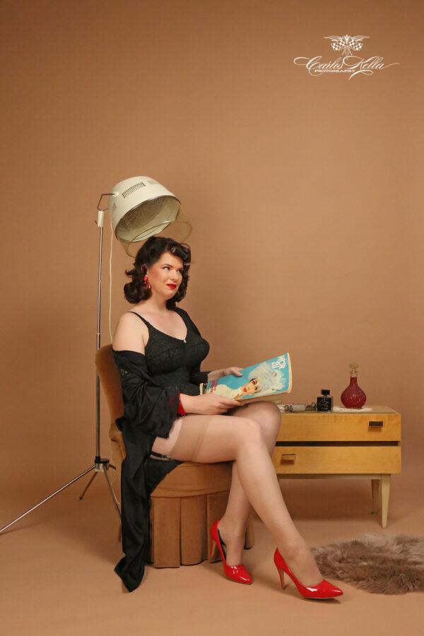 """Fotoshooting im Pin-up/Vintage Stil mit Carlos Kella und einem professionellen Styling von Friseurmeisterin Antje Peters von """"Kavaliere & Stadtschönheiten"""" für Sie und Ihre Freundinnen."""