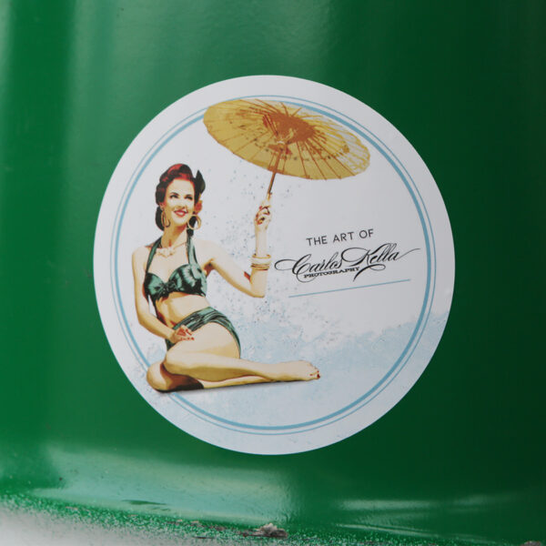 "The Art of Carlos Kella Outdoor-Sticker ""Sara"" mit Pin-up Motiv, selbstklebend: Sticker im Vintage Stil."