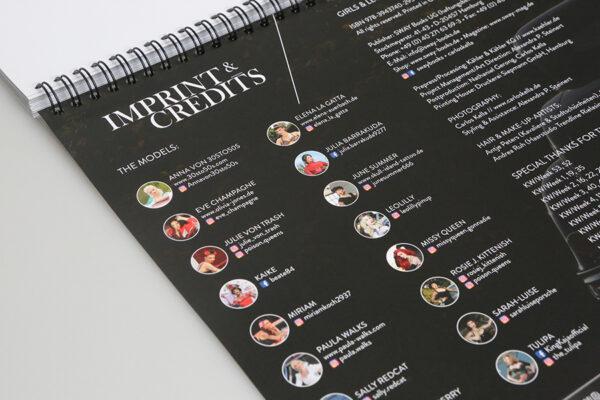 Girls & legendary US-Cars 2021 Wochenkalender von Carlos Kella mit 53 Kalenderblättern, 16 Models und 22 US-Cars