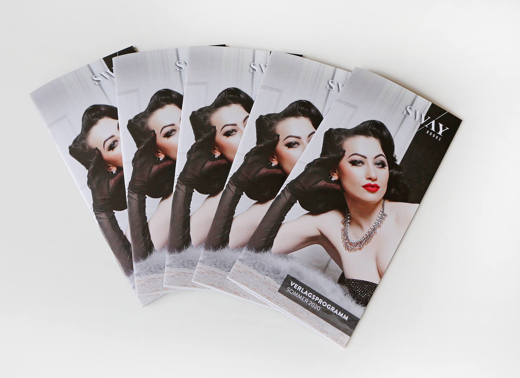 Das SWAY Books Verlagsprogramm Sommer 2020 Auf dem Cover: SWAY MAG #04 Covergirl Katrin Gajndr, Russian Queen of Burlesque